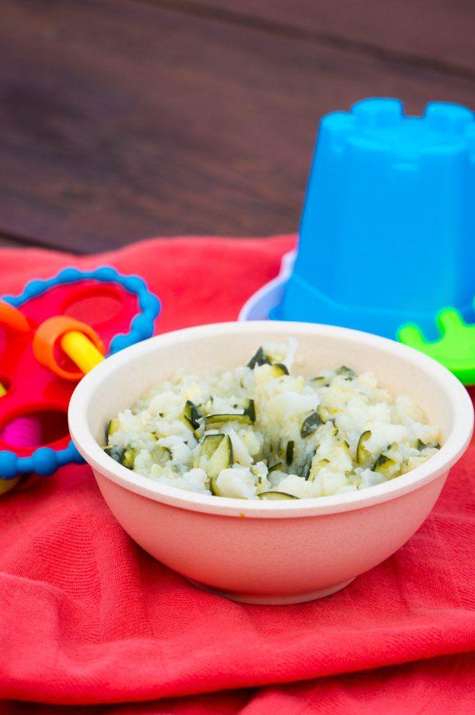 Voor het introduceren van groenten combinaties in babyvoeding kun je het beste met milde smaken beginnen. Zoals bloemkool met courgette als groentenhapje.