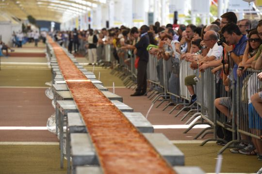 World's Longest Pizza Measures Almost A Mile And Is Made In Italy, Of Course #ItalianStyle
