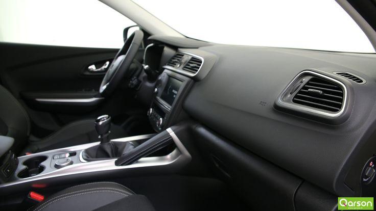 Le Kadjar fera profiter ses passagers d'un très bon confort sur la route et notamment d'une insonorisation recherchée. Tous les détails sont soignés, avec, par exemple, la poignée côté passager qui est reprise du Peugeot 3008 et qui s'inspire de l'univers des 4x4.