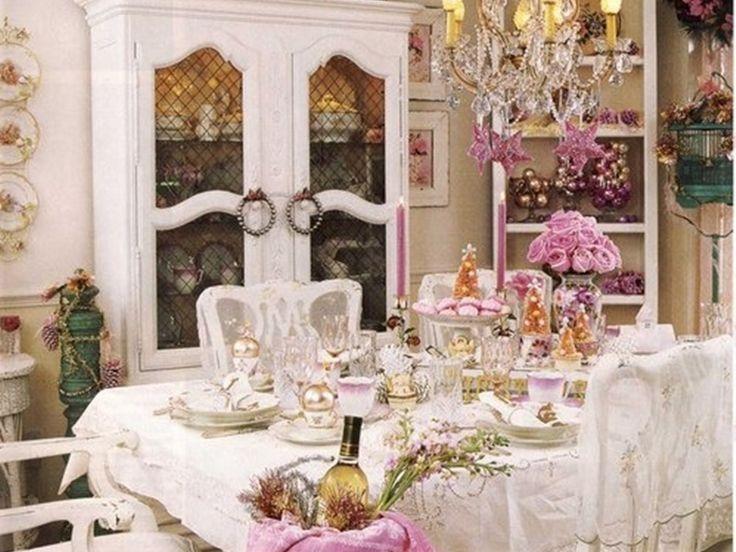 sala da pranzo shabby con accenti rosa