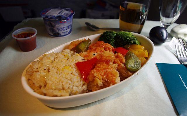 Salată de orez cu curry: http://diversificare.ro/retete/2014/06/reteta-salata-de-orez-cu-curry/
