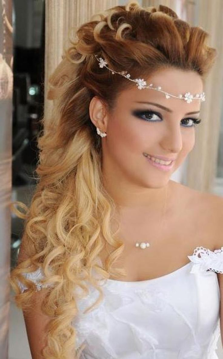 #WeddingHairstyles #Headband Awesome 46 Beautiful Wedding Hair Down Style Ideas with Headband. More at http://aksahinjewelry.com/2017/08/28/46-beautiful-wedding-hair-down-style-ideas-with-headband/
