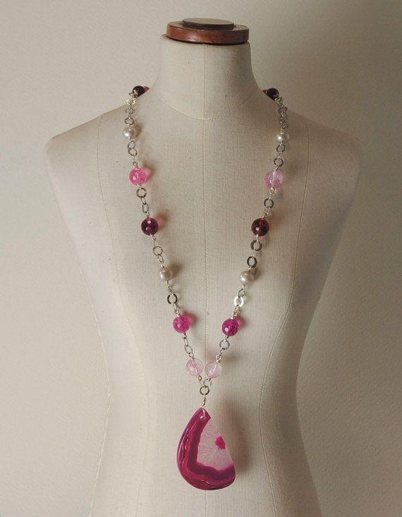 Agate pendant; 925% Silver chain, Pearls, Quartz and Agate