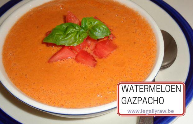 Wat absoluut heerlijk is met warm weer, als lunch of voorgerecht, is een koud soepje. Vooral als ie gemaakt is van WATERMELOEN. Deze watermeloen gazpacho soep is suuuuuperlekker en oergezond!!! http://legallyraw.be/watermeloen-gazpacho/