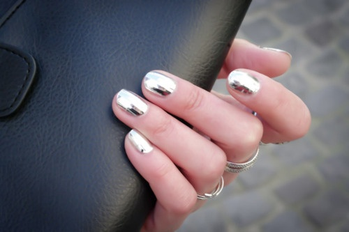 silver nails: Gold Nails, Nails Colors, Mirror Nails, Silver Nails, Foil Art, Metals Nails, Fashion Blog, Nails Polish, Chrome Nails