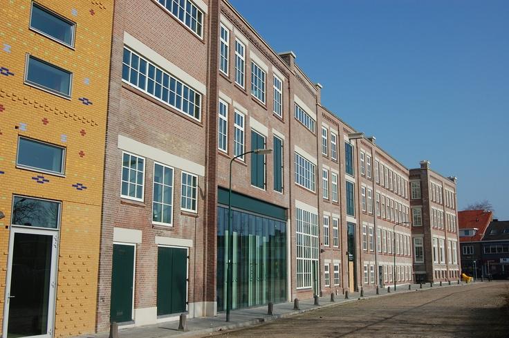 architectuurcentrum Veenendaal. Blok voor appartementen in het centrum van Veenendaal. Dit inspireert mij vanwege de verschillende gevels, bij ons plan zou een vergelijkbare stijl voor een speels en vrolijk ogend karakter zorgen.  Bas van Beek