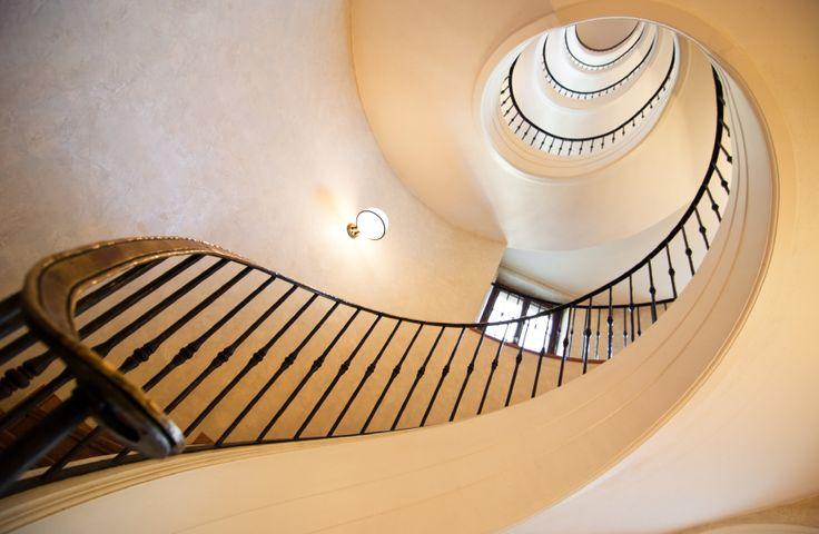 87 besten treppen bilder auf pinterest stiegen innenarchitektur und moderne treppen. Black Bedroom Furniture Sets. Home Design Ideas