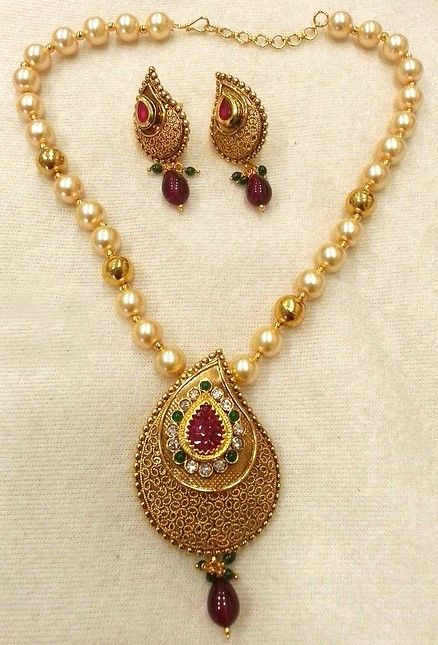 Costume Jewellery Set Studded With Rhinestones & Pearls