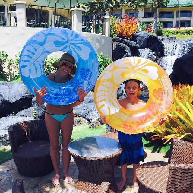 Pin for Later: Elsa, Gisele, and Jessica Shared the Cutest Pictures of Their Kids This Week!  Britney Spears headed to Hawaii for Spring break with her kids.