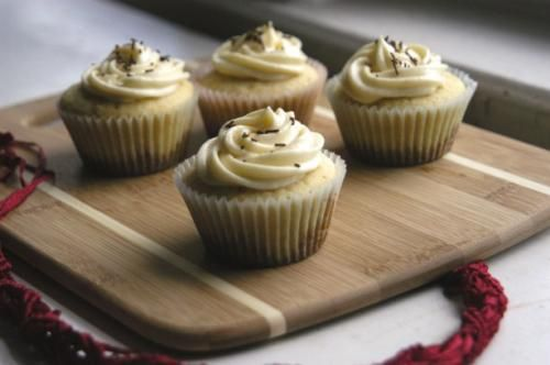 Chocolate Chip Cookie Bottomed Vanilla Cupcakes: Vanilla Cupcakes, Cupcakes Blog, Bottoms Cupcakes, Cupcakes Rosa-Choqu