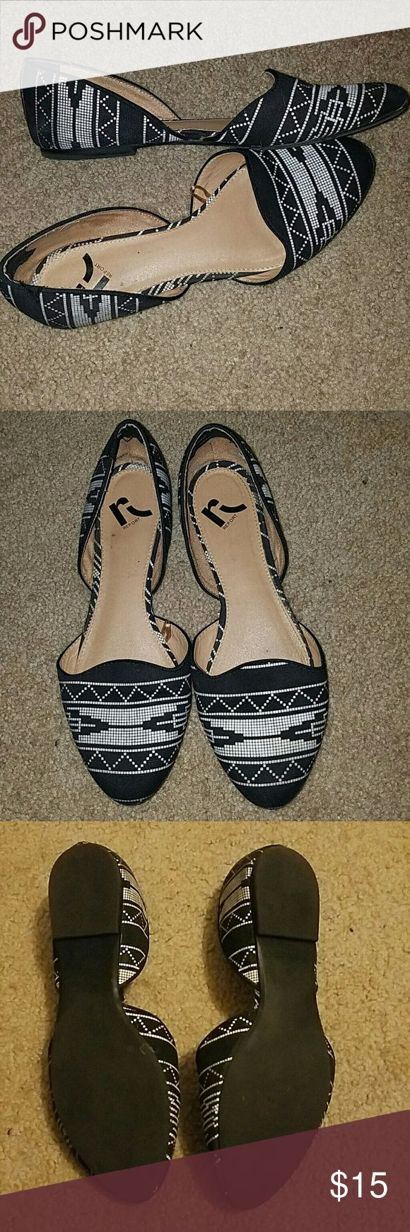 Black and White Open Middle Aztec Flats These cute flats feature a blocked black and white aztec pattern, slightly pointed toe and are open in the middle. Lightly used, great condition! Report Shoes Flats & Loafers