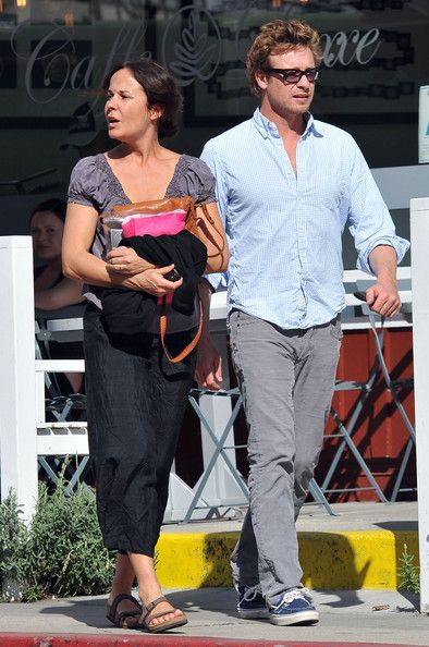 Simon Baker Photos - Actor Simon Baker and his wife Rebecca Rigg stopping by Caffe Luxxe in Brentwood, CA. - Simon Baker And Rebecca Rigg At Caffe Luxxe In Brentwood