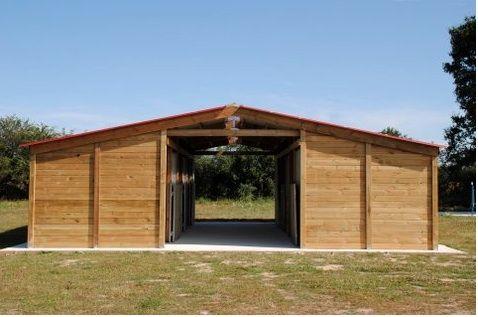 Scuderia prefabbricata con 6 box per cavalli Iva e trasporto incluso www.fersiniselleria.com info@fersiniselleria.com