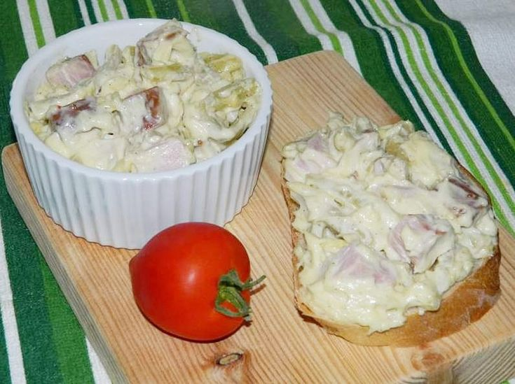 Salata de pastai cu pastrama si maioneza