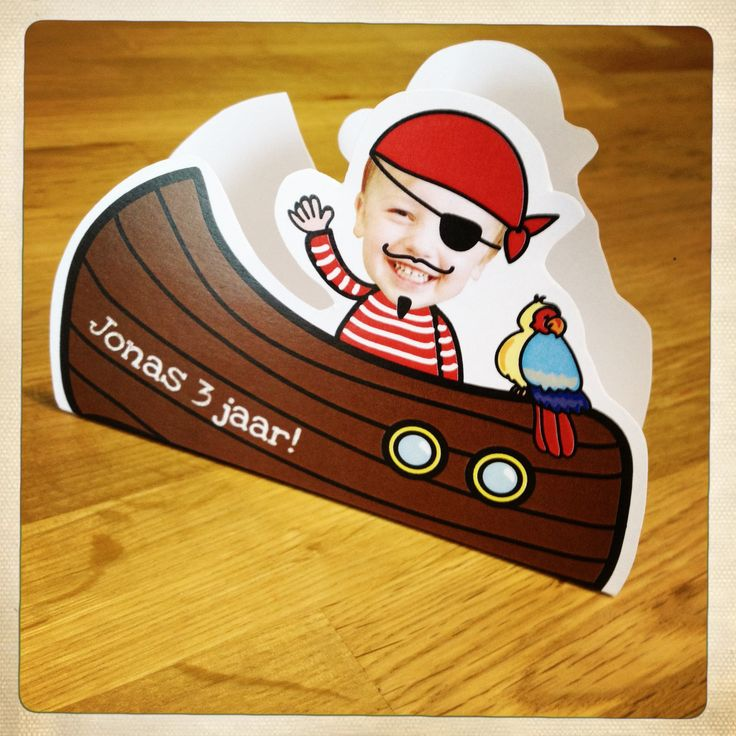 Een traktatie voor mijn grote jongen! In de dubbele boot komt een lekkere koek! (A treat for my big boy's birthday, inside the paper boat is room for a snack!)