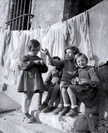 Marseille France 1946 Willy Ronis | Smelly Towels? | Stinky Laundry? | Washer Odor? | http://WasherFan.com | Permanently Eliminate or Prevent Washer & Laundry Odor with Washer Fan™ Breeze™ | #Laundry #WasherOdor  #SWS
