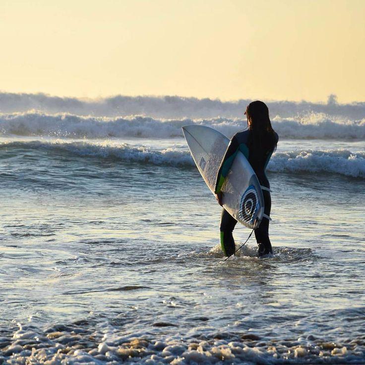 #portugal #lisbon #costacaparica #sun #surf #surfing #surfer #beach #ocean #waves #weekend #sport #intatravel #traveling #traveller #travelgram #adventure (at Costa De Caparica, Setubal, Portugal)