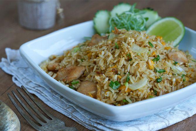 Arroz frito con pollo estilo Thai | Kwan Homsai