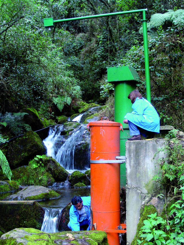 El agua, ese recurso bien nombrado como elixir de la vida, hace parte de un panorama ambiental que señala peligro. Un grupo de investigadores de la Universidad Javeriana y la Empresa de Acueducto y Alcantarillado de Bogotá analizaron la calidad del sistema hídrico por el que circula el agua bogotana y la incidencia que ésta tiene en la del valioso recurso.