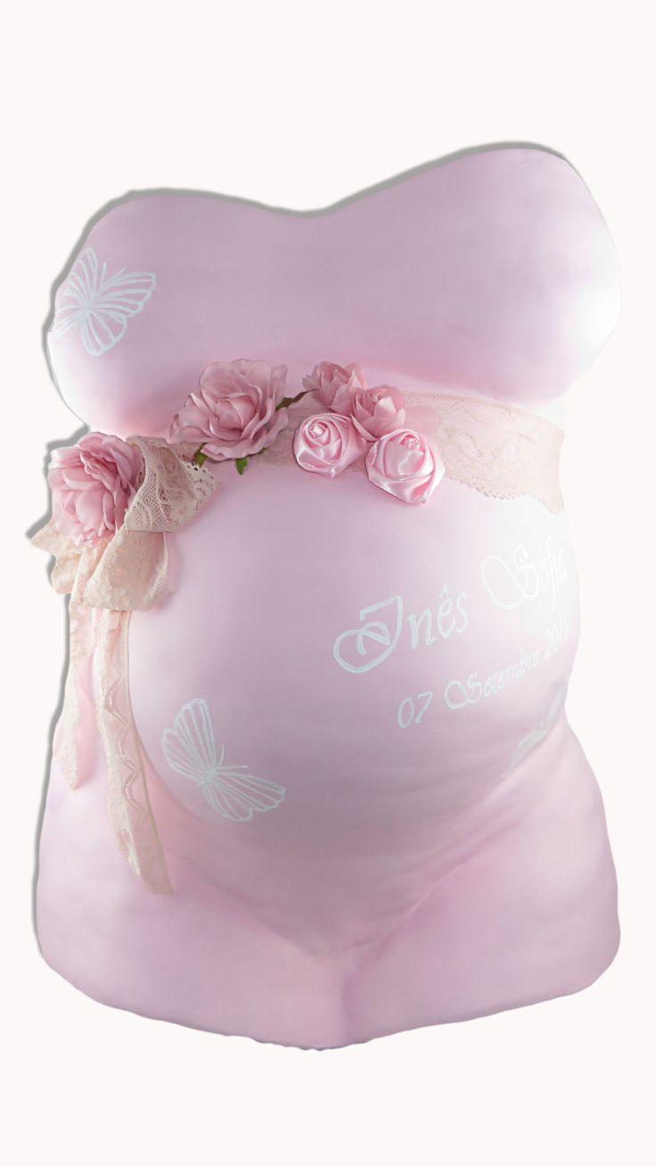 Barriga de gesso com pintura acrílica rosa seco, nome da criança, data de nascimento, detalhe de borboletas e fita de renda em cor rosa seco também, com algumas flores cor de rosa. Ref. BARRG19