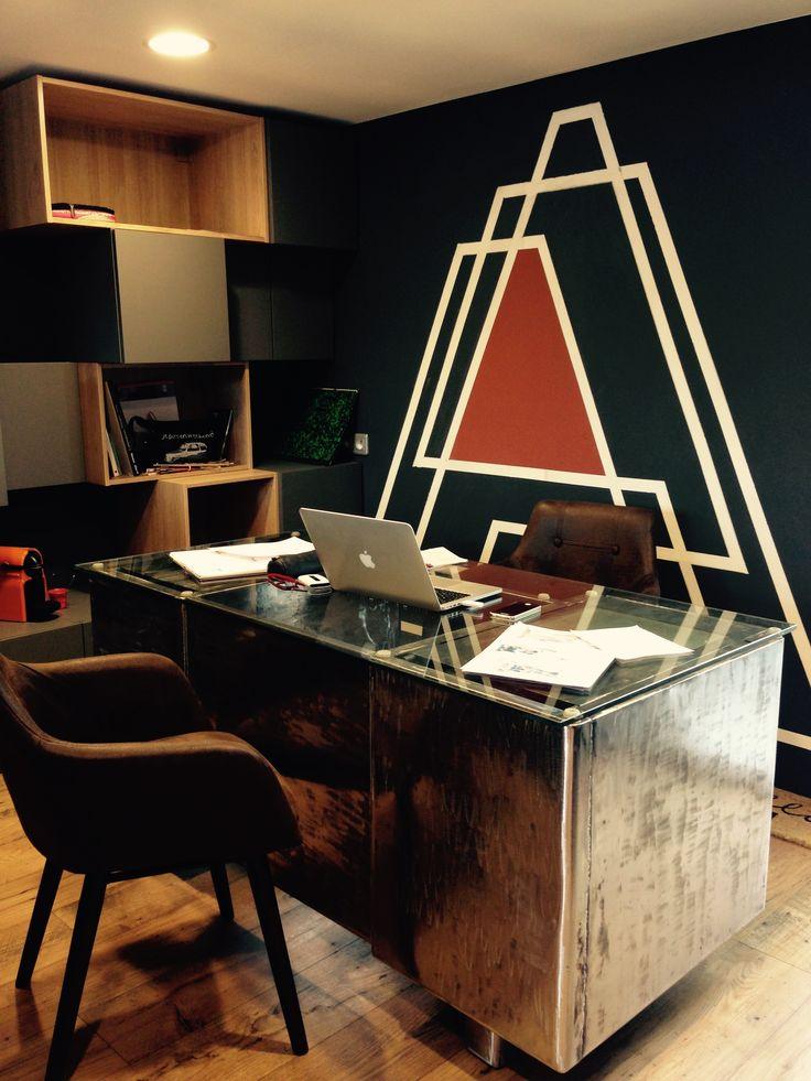 Bureau industriel un espace de travail composé dun bureau en métal de