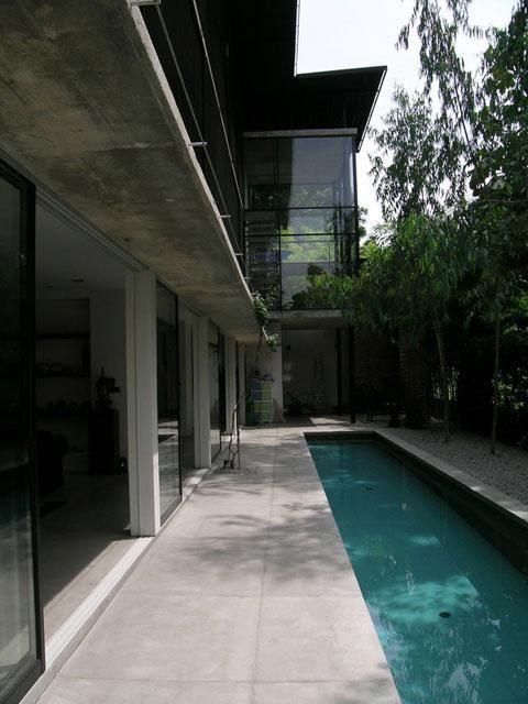 Louvrebox House - Swimming pool area in this gita bayu home
