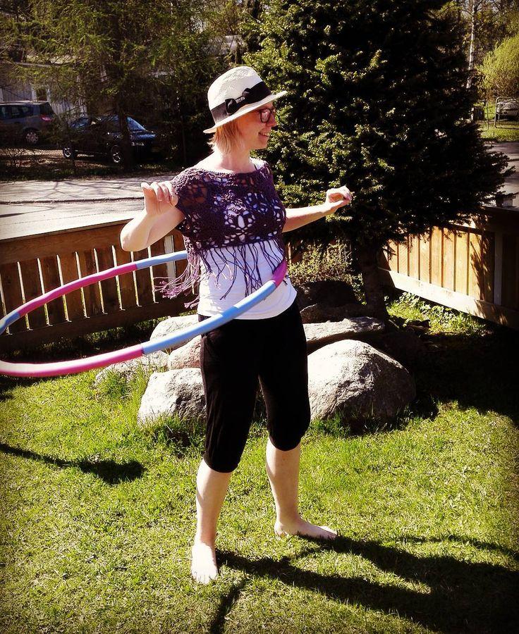 Kaappien kätköistä löytyi Itsetehty toppi joka sai rimpsuista uuden ilmeen.  #hulahoop #summer #virkkaus #virkattu #instavirkkaajat #igcrochet #crochettop #virkattutoppi #hapsut #diyclothes #summerclothes #hatlady #crochet #virka #häkeln #hekle #käsityö #käsityöblogit #hulavanne #kesä by minsuhem