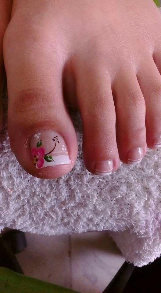 Uñas de pies pintada