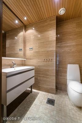 Simple bathroom / Pelkistetty wc