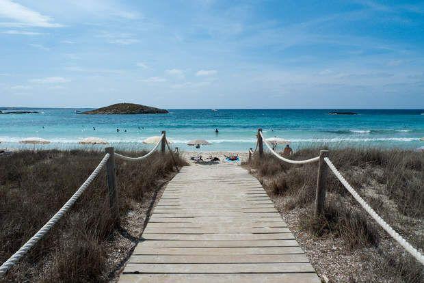 L'île de FormenteraL'île d'Ibiza forme, avec celle de Formentera et d'autres petits îlots, l'archipel des Pityuses, qui appartient lui-même à l'archipel des Baléares. Formentera offre des paysages de carte postale