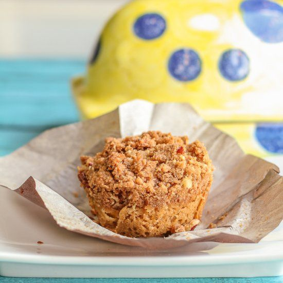 Sour Cream Peach Muffins with Pecan Streusel--easy, delicious, and ...