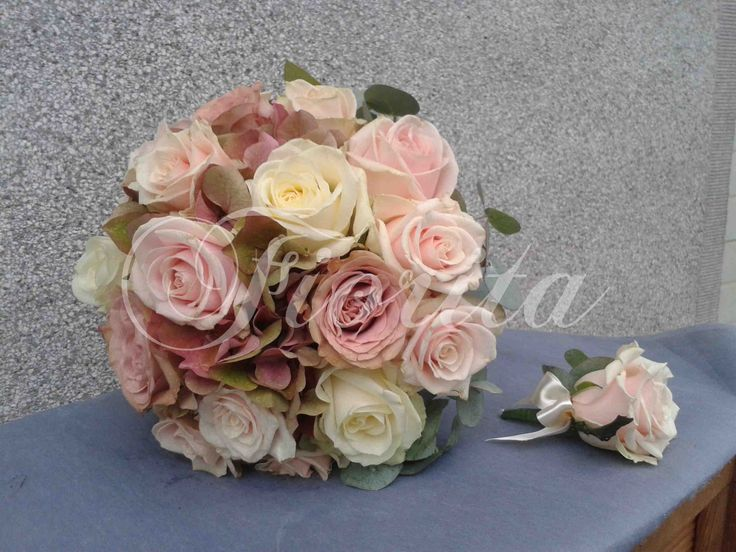 Kytice nevěsty: růže a hortenzie