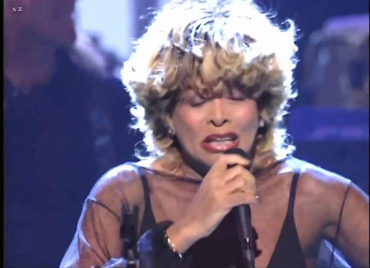 Waoh ! Elle est restée toujours aussi jeune, jeune et  belle. Une chanteuse de mon époque qui n'a pas changée, si si  elle est encore plus belle qu'avant !!  Quelle énergie !   Happy ! Happy ! Happy 76th Birthday, my lover Tina Turner! You're Simply the Best!