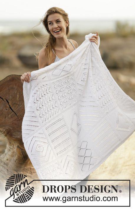 """Couverture DROPS tricotée dans différents points ajourés, en """"Cotton Light"""". ~ DROPS Design"""