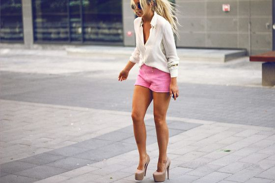 Pink Shorts.. ;) // Lunch with the girls (by Fanny Lyckman)
