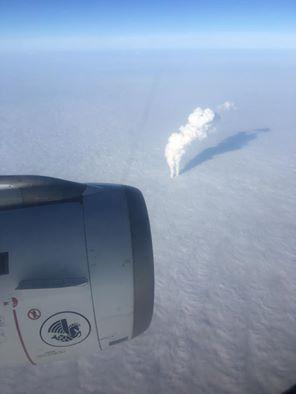 Photo de Lionel Tardy, député de Haute-Savoie, en route vers Varsovie. Le panache d'une centrale nucléaire perce le plafond nuageux