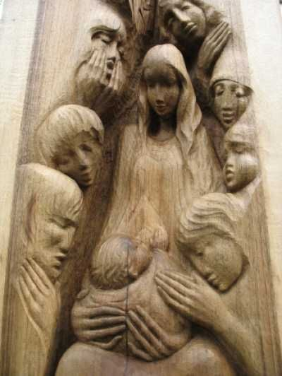 Wood walnut mother and child the madonna