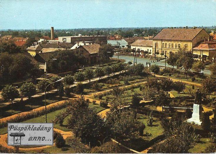 A Főtér parkja 1969 előtt (1969-ben épült az Alföld Áruház, 1976-ban a Lordok Háza és 1978-ban az egykori ABC)