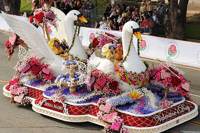 LIVE CHAT: 2014 Tournament of Roses Parade 11 a.m. Live Parade Stream KTLA:  #tournamentofroses this would be so much fun to go to see some day