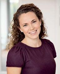 Runa Pihlmann, journalist og madredaktør på Hjemmet, gift med Tom og mor til en lille søn. Vild med at bage og kokkerere i køkkenet.