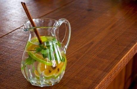 Água aromatizada com laranja, hortelã e canela | Panelinha - Receitas que funcionam