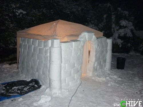 How To Build An Amazing Snow Fort - Love the idea of making the roof a tent.