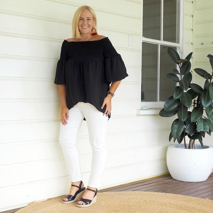 Today's #everydaystyle ... it's been a mix of work and spending time with two of my kids. Went shopping with my daughter for her 21st and graduation outfits (nailed it at @petrolboutique - more on my Insta Story) and am taking my youngest out for dinner tonight on a mum-son date to celebrate his last night as a primary schooler (which may or may not disguise the fact that I cannot be bothered with dinner!). Wearing: @mottofashions black nano shirred tunic (love this - also available in…