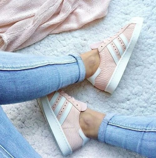Pink mood to start the week : Pink Adidas Superstar <3 #adidas Look of the day, sportwear style : jeans + trainers