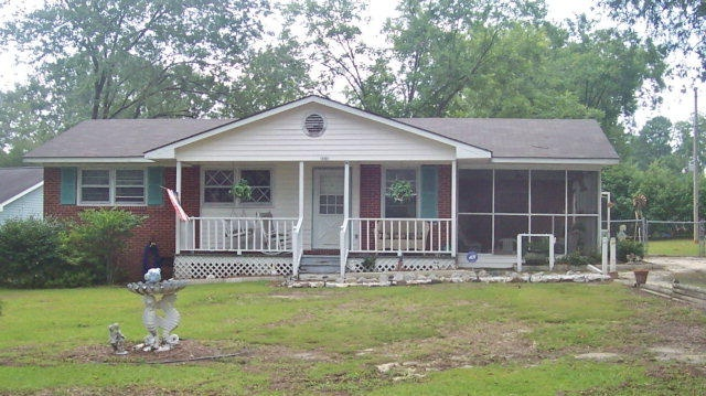JDs house. FOR SALE!! Laurinburg, NC. Nice starter house and dirt cheap..$65000/negotiable    Or FOR RENT!! Contact 910-276-4896