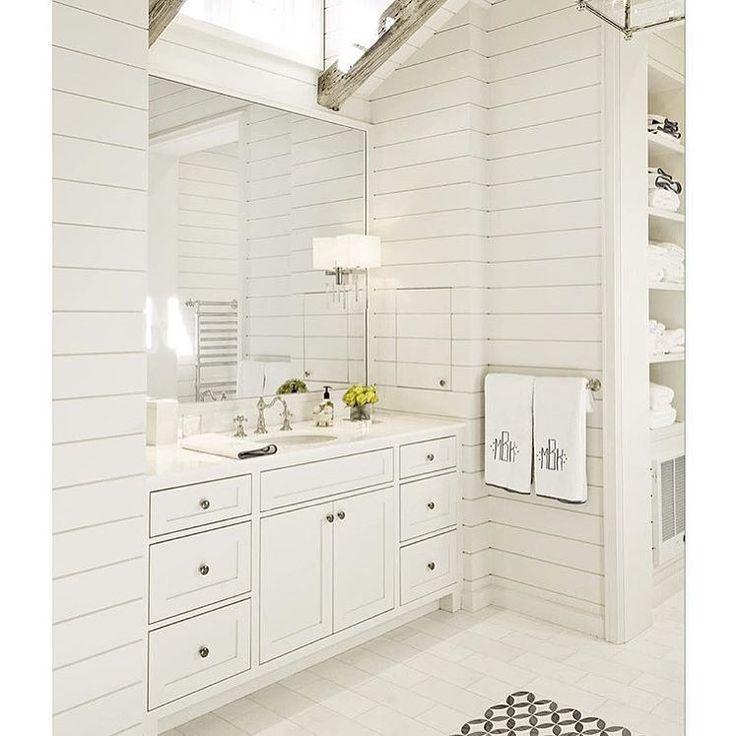 Dachschräge, Dachgeschoss Badezimmer, Master Bad, Badezimmer Ideen, White  Bäder, Leben, Shiplap Ceiling, Vaulted Ceilings, Bathroom Designs