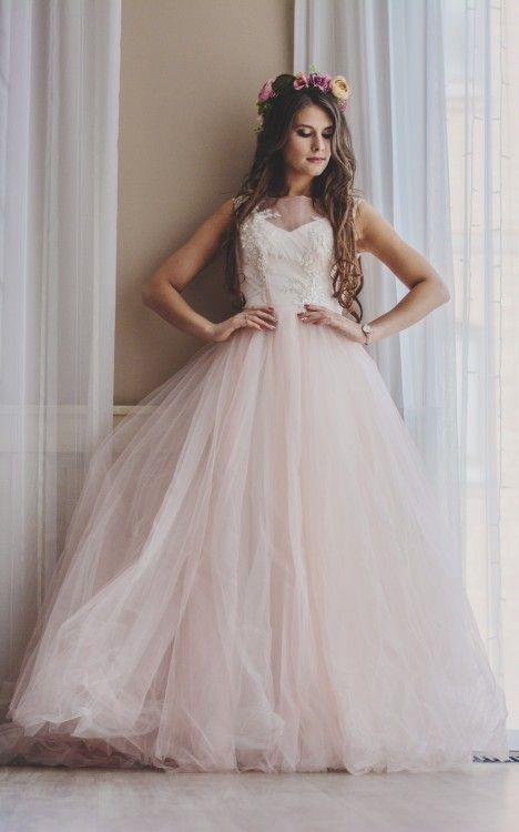 Nowa suknia ślubna sprowadzona z Rosji