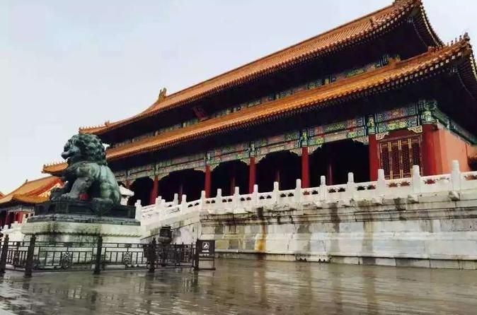 Full Day Tour including Forbidden City, Summer Palace and Temple of Heaven with Acrobatic Show and Peking Duck Dinner This full-day tour will show you the most impressive sights that make Beijing what it is. Start your day off with history at the Forbidden City, the Temple of Heaven and the Summer Palace, and end it off with an acrobatics show in Chaoyang Theater. You'll also have the chance to taste Beijing's most famous food: Beijing Roast Duck for dinner.You'll meet your gu...