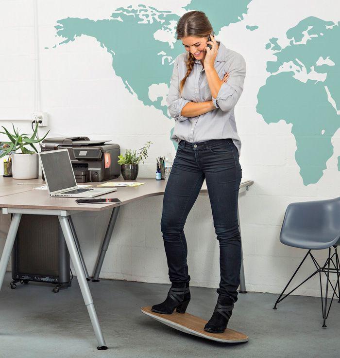 FluidStance został opracowany jako narzędzie zapewniające odrobinę ruchu w ciągu dnia, które znajduje się w naszej najbliższej przestrzeni roboczej, zarówno w domu, jak i w biurze. Aktywność fizyczna, nawet niewielka, pozwala nabrać energii i motywacji do dalszego działania. To urządzenie ma wesprzeć i ciało, i umysł w codziennej rutynie.