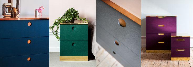 Här kan du uppgradera din Malmbyrå från IKEA, till en exklusiv designmöbel. Välj lådor och täcksidor i fem olika Valchromatfärger kombinerat medtopp och sockel i obehandlad mässing, koppar och grafitgrå mattlackad plåt. Klicka här för att se inspirationsbilder på våra Malm-byråer. Börja bygg din Malm-byrå »